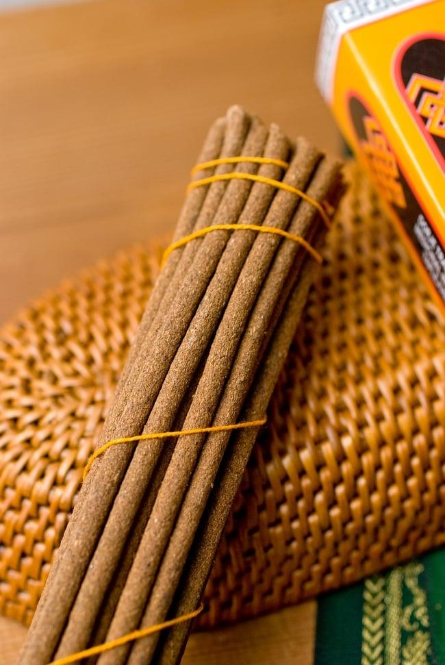 Dorje Incense -ドルジェ香 2 - このようにインド香とは太さが異なっています。