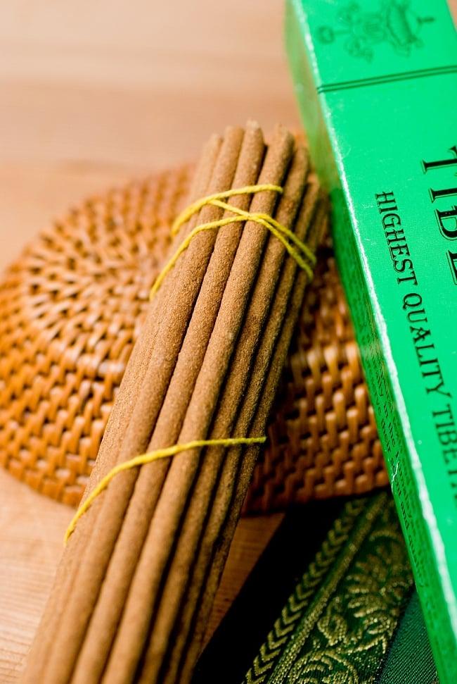 Tibetan Flower Incense -チベタンフラワー香 2 - このようにインド香とは太さが異なっています。