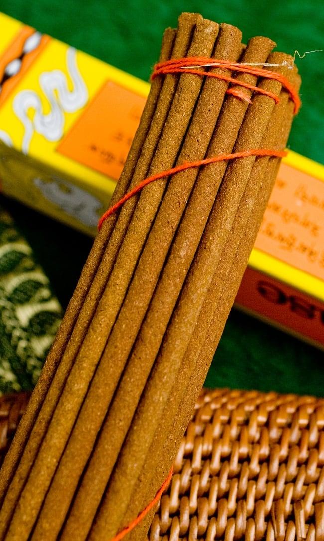 Mila Incense -聖地ミーラ香 2 - このようにインド香とは太さが異なっています。