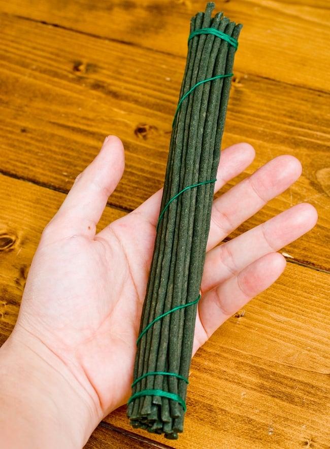Mila Incense -聖地ミーラ香 3 - だいたいこのような長さになります。とても長いので燃焼時間も長いです。(長さ約25cmの同サイズの他商品です)