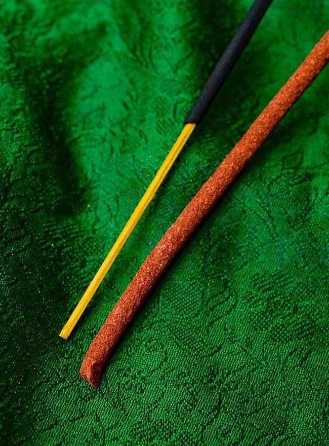 Kailash Incense -聖地カイラシュ香 4 - インド香との違いはこのようになります。細いほうがインド香で、太いほうがチベット香です。