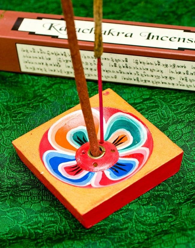 Kailash Incense -聖地カイラシュ香 5 - チベット香なので、太めの穴が開いているお香立てをご利用ください。