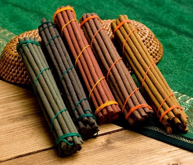 【お得なセット】チベット香5種セット 4 - 中のお香を並べてみました。それぞれ香りが異なっています。