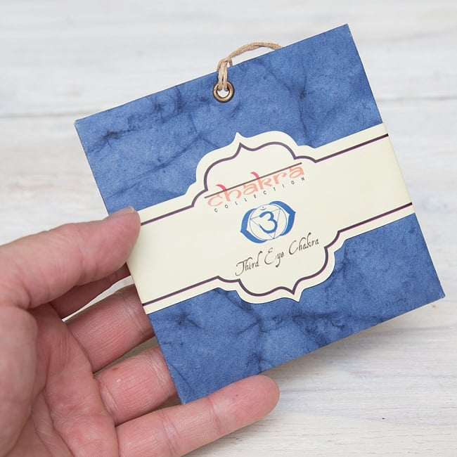 第6チャクラ(サードアイチャクラ) - Chakra Collection【サシェ】 3 - サイズ比較のために手に持ってみました