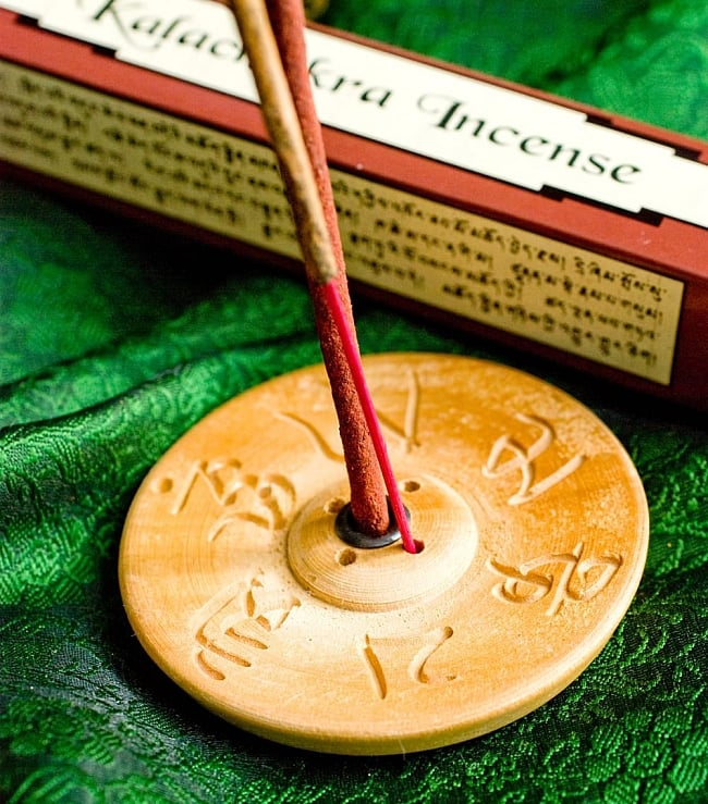 AMITABHA BUDDHA スティック香 5 - インド香との違いはこのようになります。持ち手が細いほうがインド香で、太いほうがチベット香です。