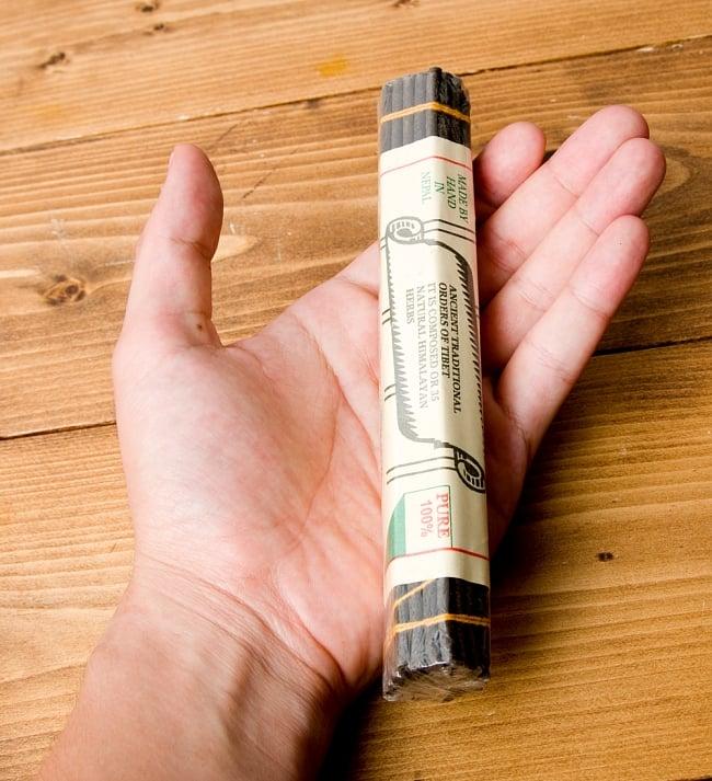 Natural Herbal Insence ナチュラルハーブ香 35種のハーブを伝統レシピで配合 3 - 手に持つとこのようなサイズ感です
