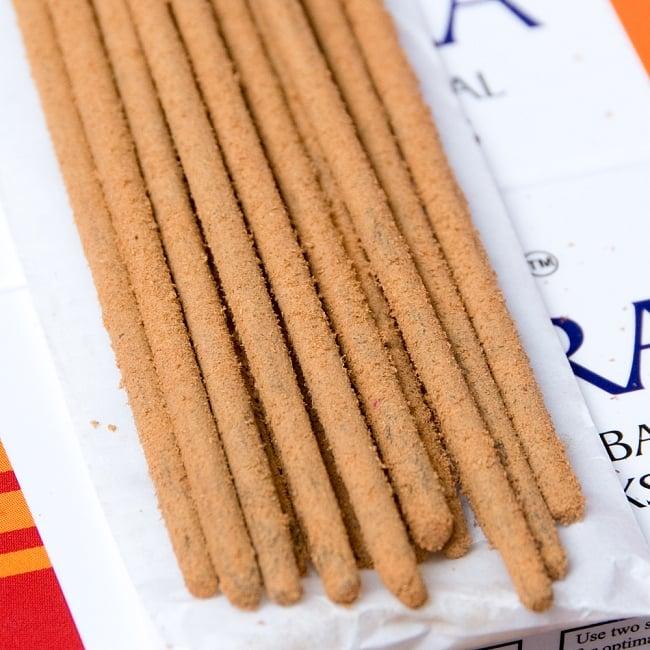 7チャクラ香セットボックス 心と身体に安らぎを - 7 CHAKRA Natural & Herbal Incence Sticks 9 - パウダーがまぶしてあり、しっかりと作られたお香です