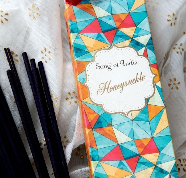 Song of India - Little Pleasures香 - Honeysuckle 2 - 斜めからパッケージを撮影しました