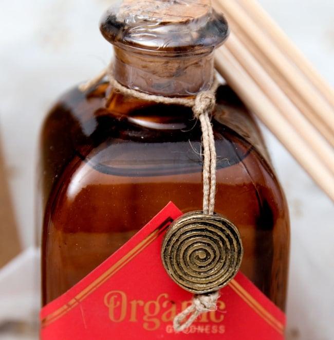 Organic GOODNESS - リード・ディフューザー -Desi Gulab - ローズ 2 - ボトルをアップにしました。取り外すとストラップにできそうなインド伝統の金属パーツ付きです