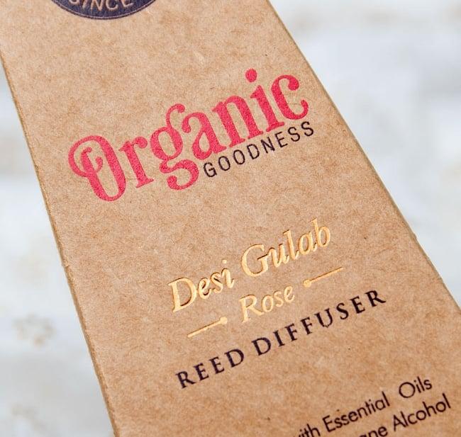 Organic GOODNESS - リード・ディフューザー -Desi Gulab - ローズ 5 - 香りの名前は箔押しで印刷されています。