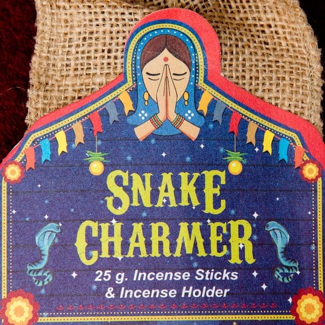 Great Indian Incense - SNAKE CHARMAR - ラベンダー&ベルガモット 3 - ラベルの部分のアップです。ナマステの女性がインドらしいですね
