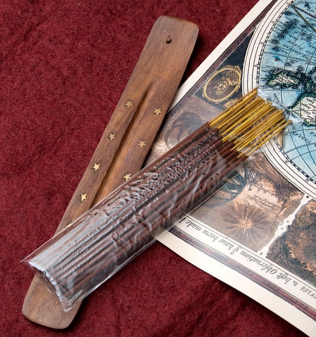 Great Indian Incense - SNAKE CHARMAR - ラベンダー&ベルガモット 6 - ジュートの袋の中にはお香とお香たてが入っていますので、お香初心者の方へのギフトにぴったりです