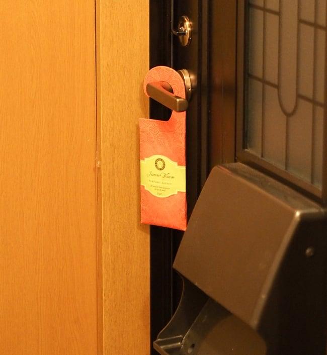Song of India - サシェ(香り袋) - レモングラス フレッシュ 7 - 玄関で使ってみました。吊り下げるだけなので簡単ですね!(写真は類似商品です)
