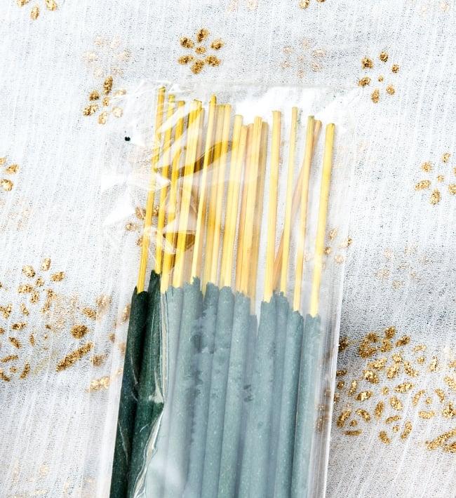 スティック香&お香立てセット[Allure Collection] - サンダルウッド 5 - スティック香は湿気の影響を受けないようにビニールで包装されています。