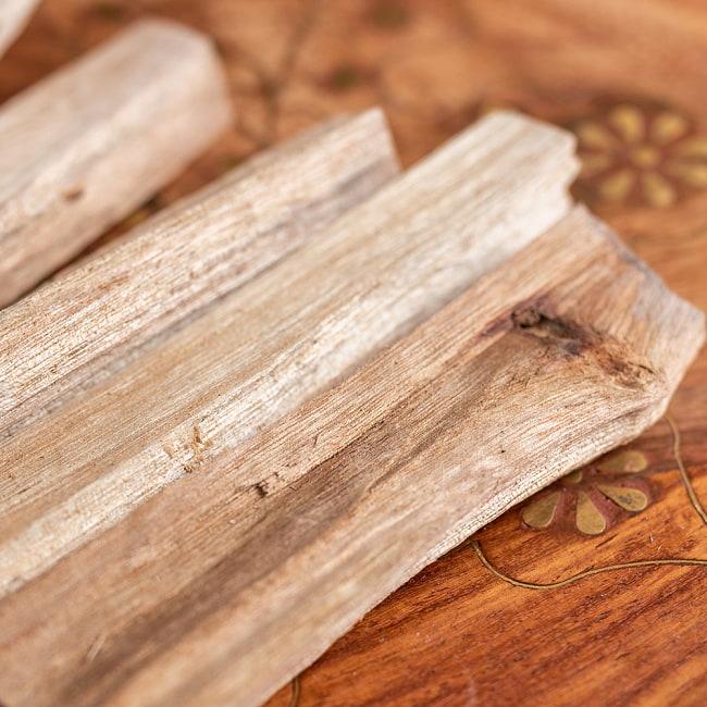 ヒンドゥー教の儀式で用いられる 樟脳の原木スティックタイプ Camphor(Kapoor) 香木 お香【約50g程度】 4 - 拡大写真です