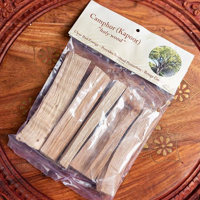 ヒンドゥー教の儀式で用いられる 樟脳の原木スティックタイプ Camphor(Kapoor) 香木 お香【約50g程度】 7 - パッケージです