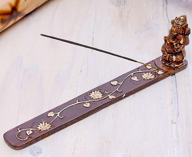 金塗りブラウン・ガネーシャ香立て 4 - お香をセットするとこのような形になります。飾り部分の足元にお香をセットする穴があいています。