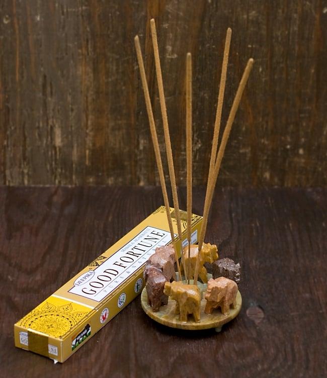 ソープストーンの立体ゾウさんお香立て 5 - スティック香を5本使用しました。お好きなお香をブレンドすることもできますよ!
