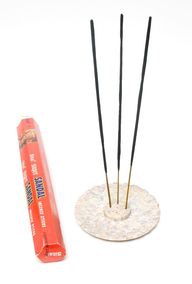 ソープストーンの皿型お香立て 4 - スティック香を3本使用しました。お好きなお香をブレンドすることもできますよ!