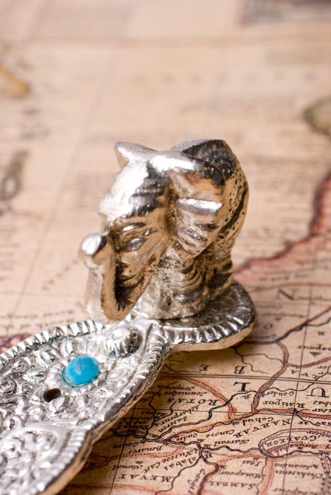 葉型香立て【ゾウ】の写真2 - 先端には象の可愛らしいオブジェがあります。