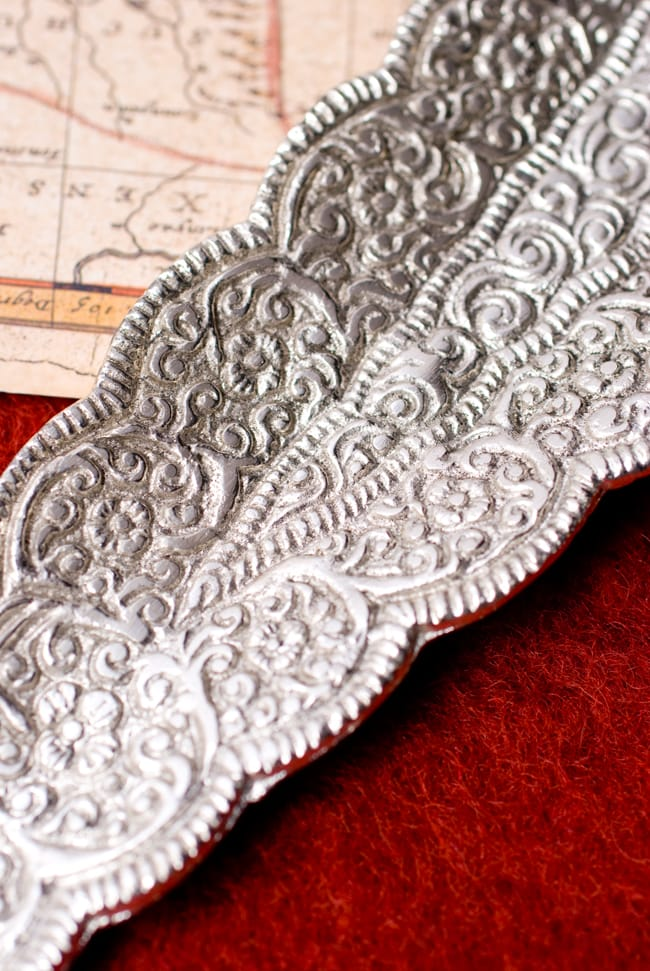 葉型香立て【ゾウ】の写真4 - 繊細な模様が美しいですね。