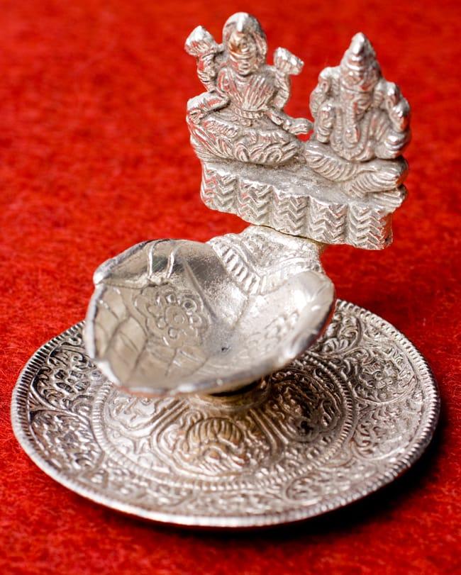 ガネーシャとラクシュミーのホワイトメタル両手皿【中】の写真