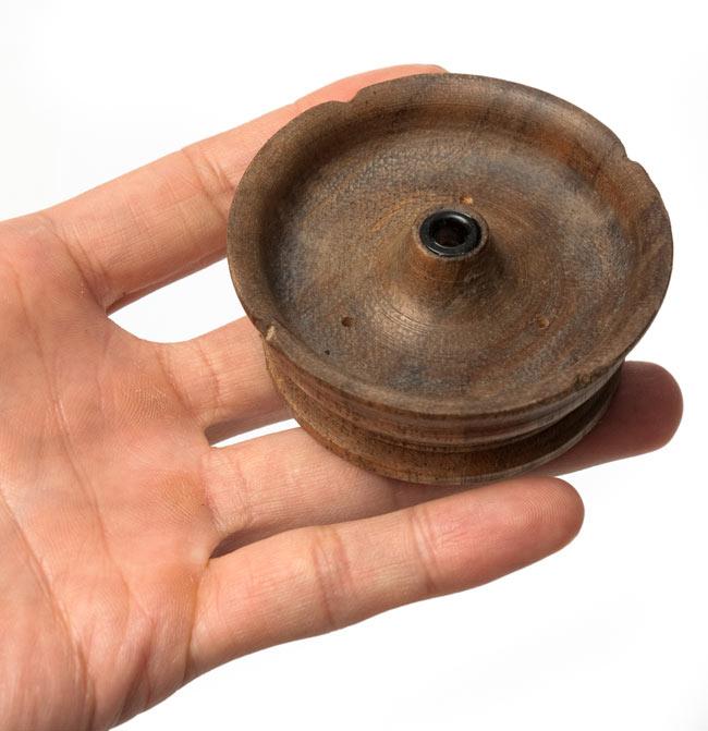 ネパール香立て - 大・灰皿付の写真 - サイズ比較のために、手に持って撮影しました