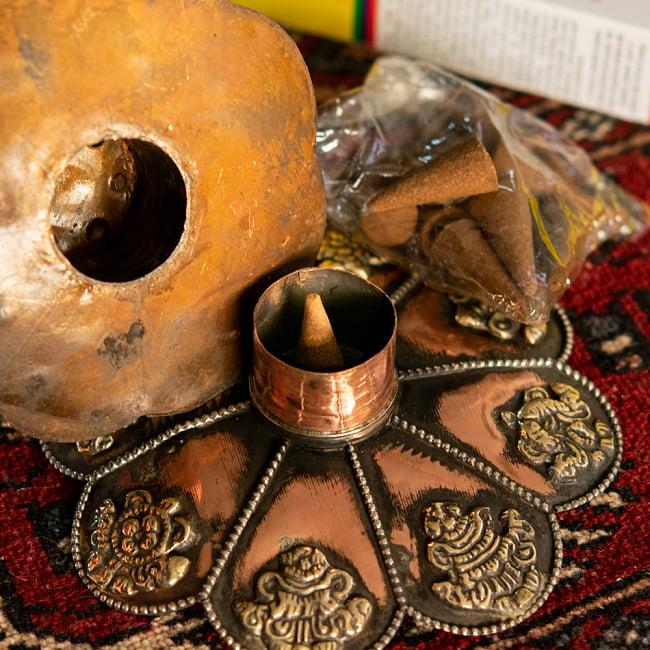 幸運の八吉祥文様 チベット香用蓮型お香立て【約12cm×約8cm】 13 - 底にはコーン香も入るようになっています