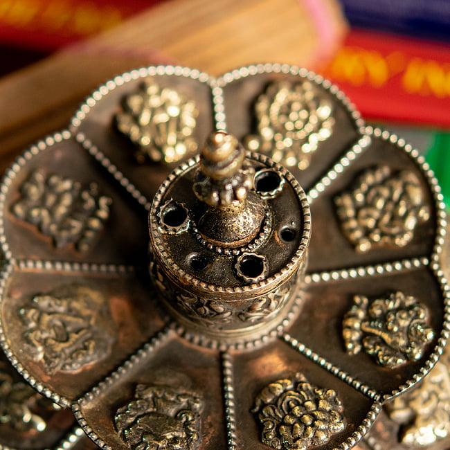チベット香用蓮型お香立て【約12cm×約9cm】の写真6 - お香を差すとこのようになります。