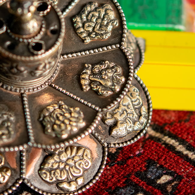 幸運の八吉祥文様 チベット香用蓮型お香立て【約12cm×約8cm】 7 - 幸運の八吉祥文様が描かれています