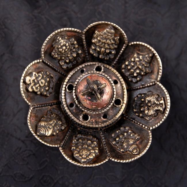 チベット香用蓮型お香立て【約10cm×約7cm】の写真4 - 拡大写真です。細い穴に普通のお香を差せる場合がございます。