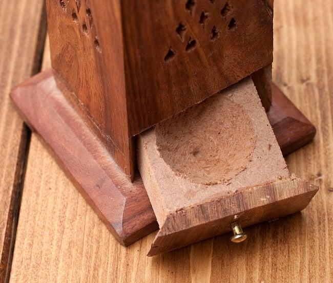 シーシャムウッド タワー型お香立て【縦38.5cm】の写真4 - こちらの引き出しが、お香の灰が溜まる場所です。