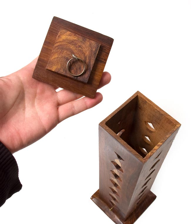 シーシャムウッド タワー型お香立て - シヴァ【縦30.5cm】の写真4 - ここにお香を吊り下げて、火を焚きます