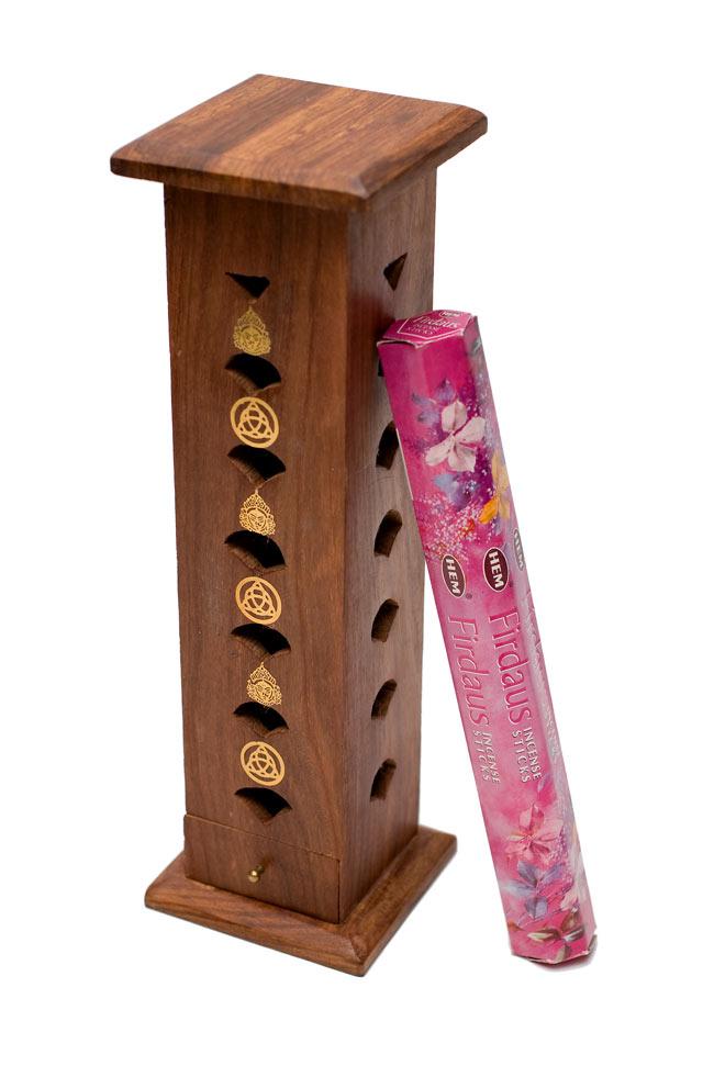 シーシャムウッド タワー型お香立て - シヴァ【縦30.5cm】 5 - 通常サイズのお香と比較になります。