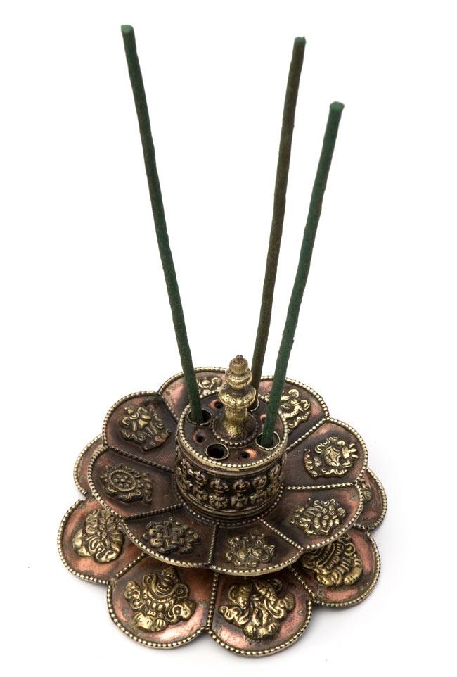 チベット香用蓮型お香立て【約12cm×約9cm】の写真5 - チベット香をさしてみました。