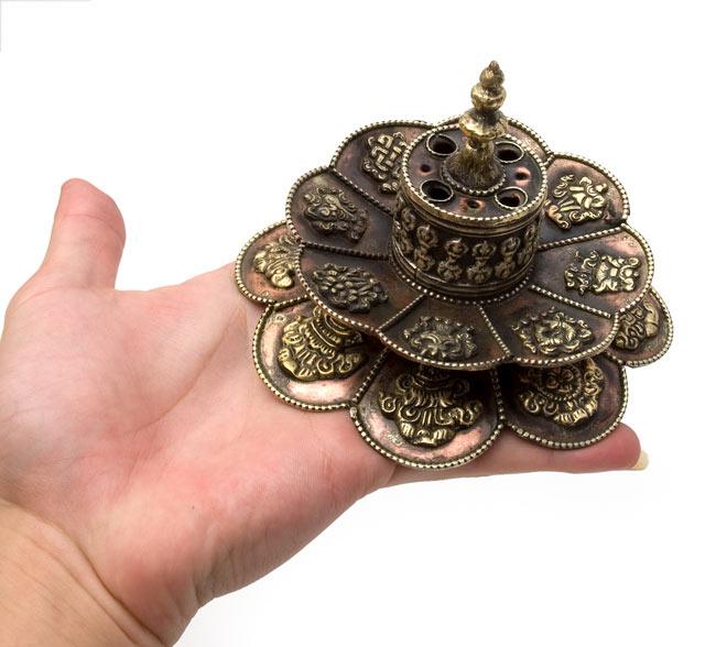 チベット香用蓮型お香立て【約12cm×約9cm】の写真7 - 大きさを観じて頂く為、手に載せてみました。