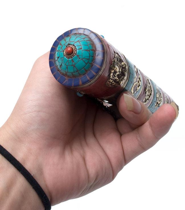ネパールの円柱型お香箱 - [28cm x 4cm]の写真5 - 先端部分です