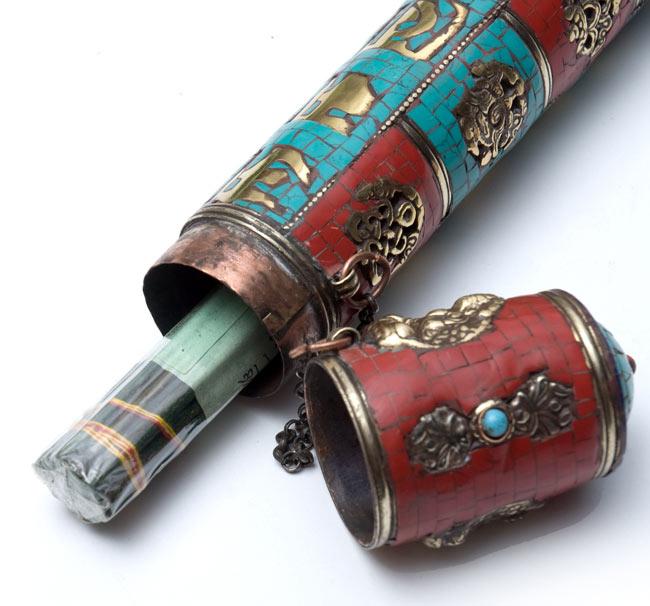 ネパールの円柱型お香箱 - [28cm x 4cm]の写真6 - 中にお香を入れてみました