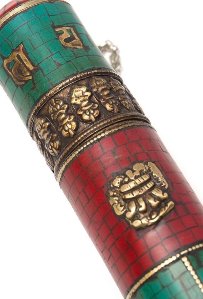 ネパールの円柱型お香箱 - [27.5cm x3.7cm]の写真2 - 拡大写真
