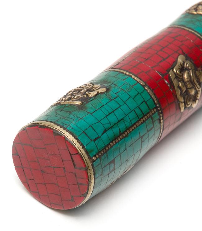 ネパールの円柱型お香箱 - [27.5cm x3.7cm]の写真5 - 裏面になります