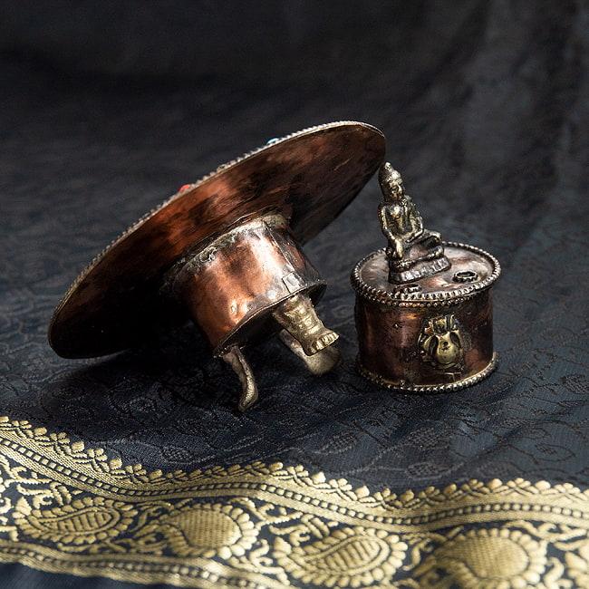 チベット香用アンティークお香立て[直径:約10.5cm]の写真4 - このように蓋を取り外して、中にコーン香を入れることができます。