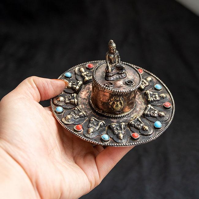 チベット香用アンティークお香立て[直径:約10.5cm] 5 - 手に取るとこれくらいの大きさです。