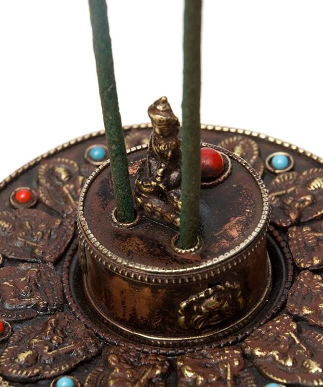 チベット香用アンティークお香立て[直径:約10.5cm] 6 - お香を挿してみました。