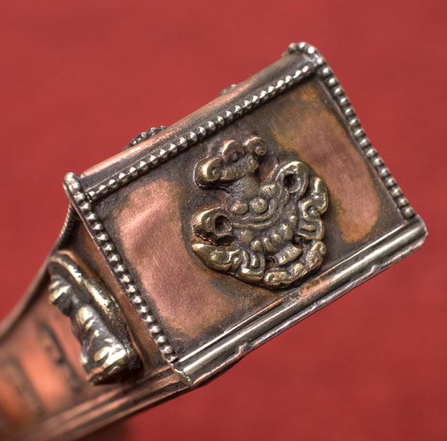 チベット香用アンティックお香立て【大】 4 - 側面の拡大です。