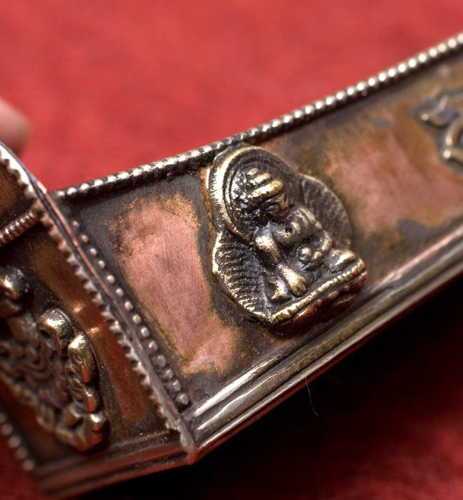 チベット香用アンティックお香立て【大】の写真6 - ブッダが彫刻されています。