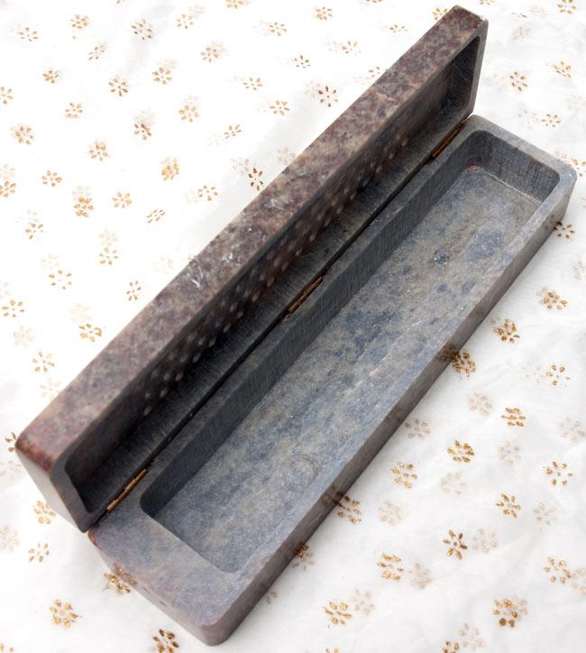 ソープストーン箱型香立て - 焦げ茶系 5 - 開いたところの画像です。