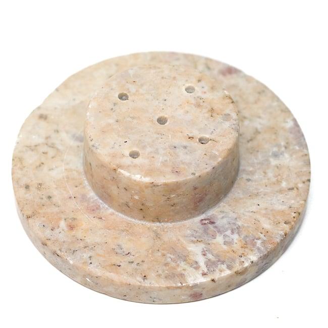 ソープストーン 筒型香立て - ガネーシャ 5 - 底部の写真です。お香を五本まで立てられるようになっています。