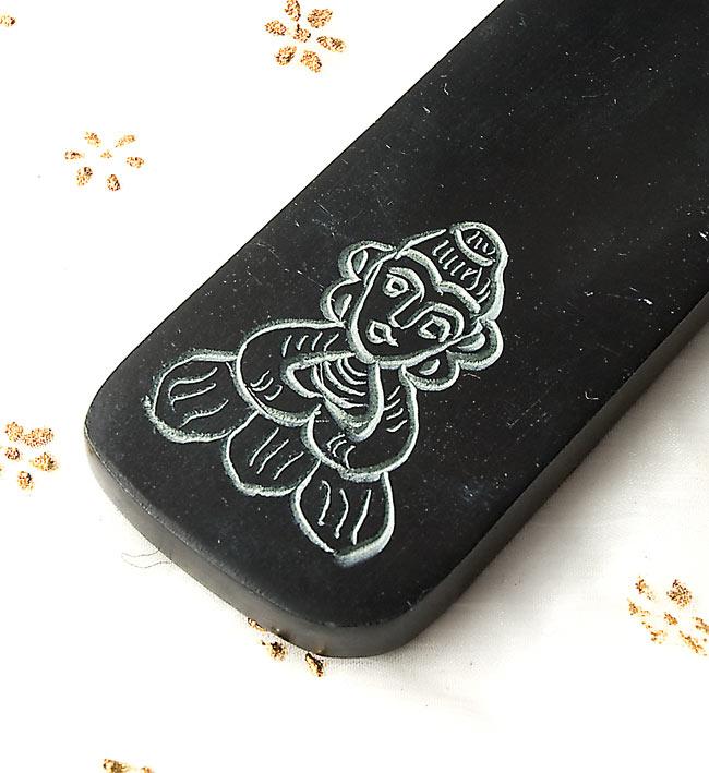 ソープストーンのさじ型お香立て - 仏陀 2 - 手彫りの可愛いモチーフです