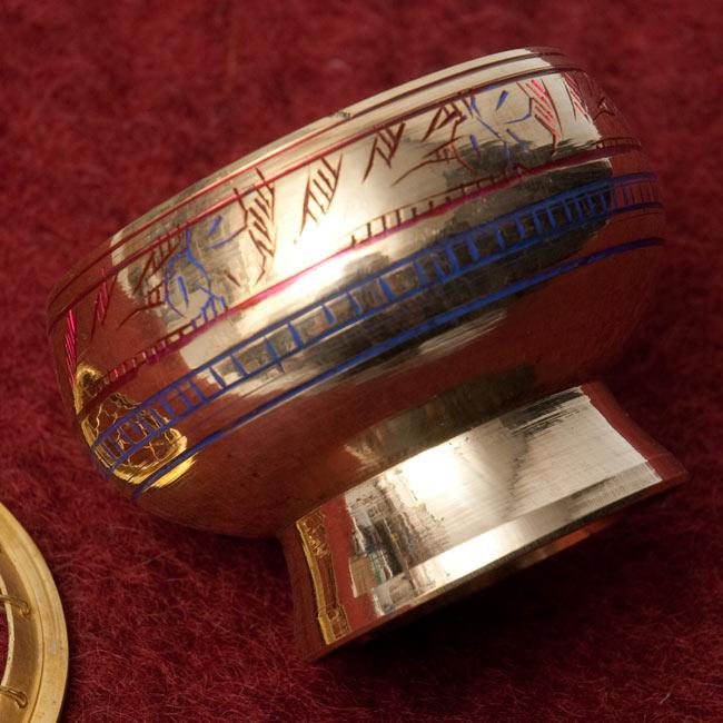 レジン香用お香たて - 金属製&伝統模様 4 - 側面には伝統的な模様が彫られています