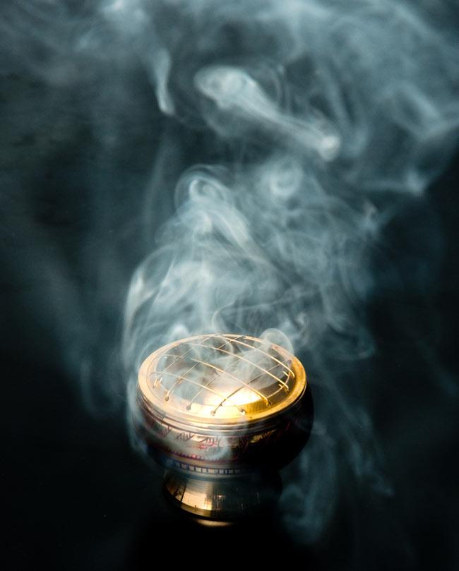レジン香用お香たて - 金属製&伝統模様 7 - これ位の煙がもくもくと出ます